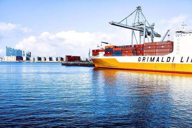přepravní kontejnery na lodi.jpg