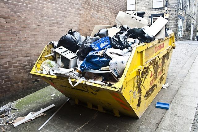 odpadky v kontejneru